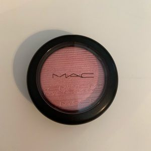 Light pint blush with some shimmer